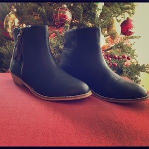 Girls black Tucker + Tate booties